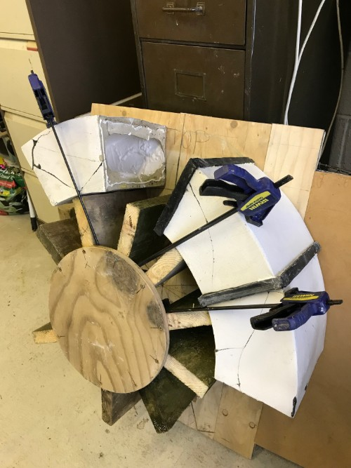 Jig for assembling giant ceramic ring sculpture