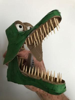 Crocodile clothes peg automaton